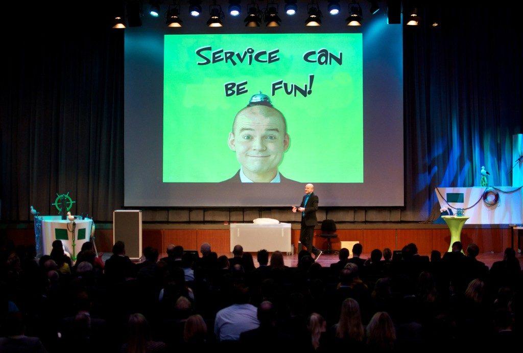 Serviceexperte, Motivationsredner, Speaker und Comedy-Redner Armin Nagel begeistert als Höhepunkt und positive Überraschung mit seinem inspirierenden Vortrag zum Thema Service und Motivation